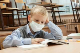 Из-за гриппа в Украине стремительно закрываются школы. Эпидпорог превышен в 11 областях