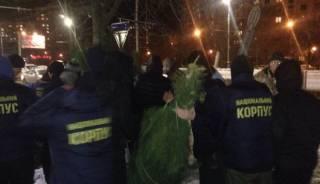 В Харькове елочные «Робин Гуды» из «Азова» осчастливили несколько сотен человек