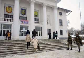 Первые драки, первые фальсификации... Сегодня снова проходят выборы в объединенных территориальных общинах