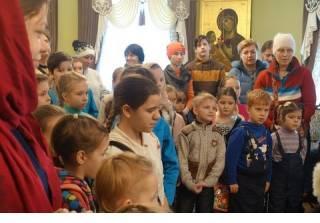 Митрополит Онуфрий поздравил детей переселенцев с днем святого Николая