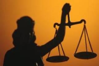 Емец утверждает, что ночью был принят закон, позволяющий привлечь к ответственности судей Евромайдана