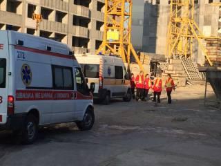 В Киеве с высотного крана упала монтажная площадка. Есть жертвы