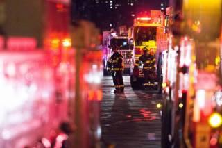 В центре Нью-Йорка вспыхнул небоскреб. Десятки пострадавших