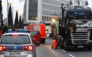 Опубликовано видео момента наезда грузовика на людей в Берлине