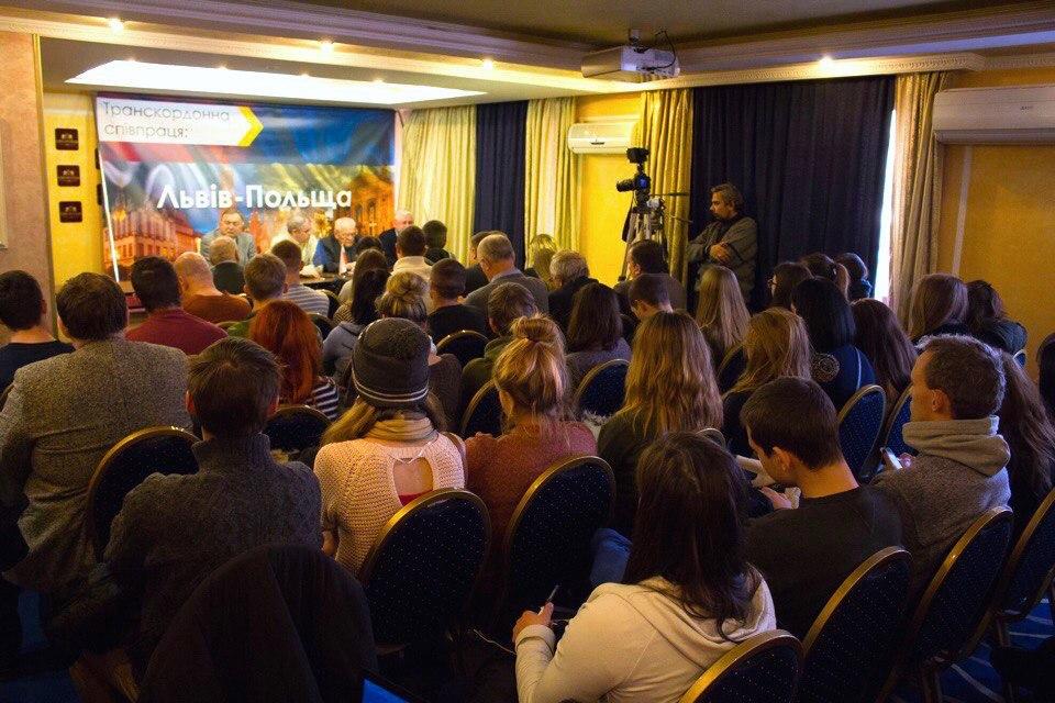 Поляки Львовщины потребовали от украинской столицы финансовой автономии для региона