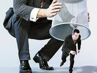 Зачем власть душит малый бизнес: комментарии экспертов