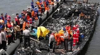 Около берегов Индонезии сгорел паром. 23 человека погибли