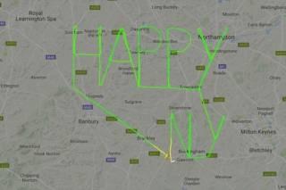 Британский пилот решил поздравить мир с Новым годом, написав поздравление прямо в небе