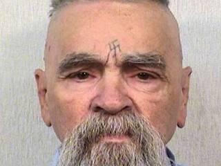 Знаменитый маньяк Чарльз Мэнсон ненадолго вышел из тюрьмы