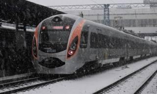 Не доехав до Львова 40 км, на морозе сломался поезд «Интерсити». Жалобы у пассажиров принимать отказались