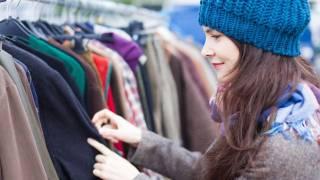 В Киеве открылся первый «банк одежды», где неимущие могут взять, что им нужно, совершенно бесплатно