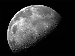 По последним данным, для появления Луны Земля должна была получить не менее 20 мощных ударов из космоса