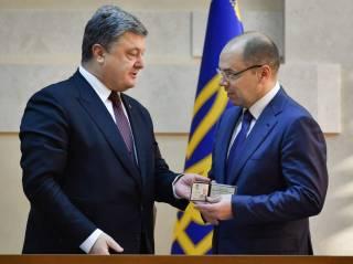 Представляя нового главу Одесской ОГА, Порошенко резко ответил местному чиновнику. И вызвал его «на разговор»