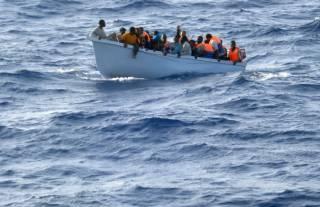 У берегов Ливии затонуло судно со 107 мигрантами. Спасатели ищут людей