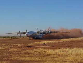 В Сети появилось видео посадки украинского «Антея» на грунтовую дорогу в Мали