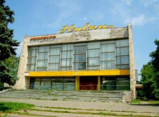 В Киеве снесли кинотеатр «Нивки». Еще один торгово-развлекательный центр куда нужней