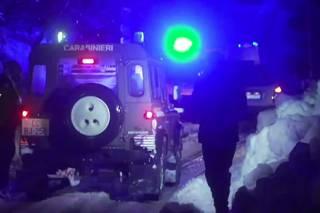 В Италии снежная лавина погребла отель. Счет жертв идет на десятки