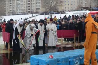 Митрополит Онуфрий освятил воды Днепра, а митрополит Антоний рассказал о духовном смысле Крещения