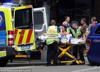 Полуголый водитель въехал в толпу людей в центре австралийского Мельбурна