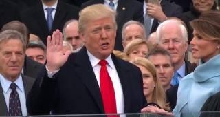 Трамп стал президентом, лишился смартфона и получил псевдоним. США захлестнули акции протестов