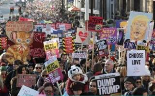 Более полутысячи маршей прокатились по всему миру в знак протеста против риторики Трампа