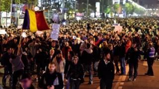 В Румынии и Доминикане тысячи людей вышли на улицы. И, как ни странно, совсем не против Трампа