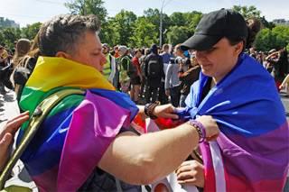 Удар по «Скрепам»: россияне в «Твиттере» начали массово высказываться в поддержку ЛГБТ-сообщества