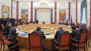 Оказалось, делегация Трехсторонней контактной группы летает в Минск чьими-то частными самолетами, – СМИ