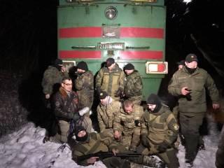 #Темадня: Соцсети и эксперты отреагировали на блокирование ветеранами АТО железной дороги на Луганщине