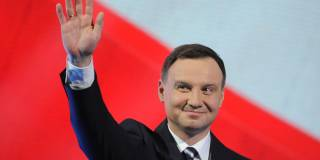 Президент Польши считает, что польско-украинские отношения наладятся, если Украина сменит героев УПА на героев АТО