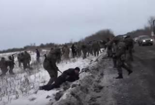 #Темадня: Соцсети и эксперты отреагировали на избиение участников блокады Донбасса