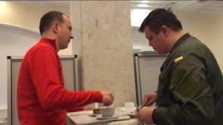 Пока люди мерзнут под стенами ВРУ, Семенченко и Соболев спокойно пьют чай, заедая блинами