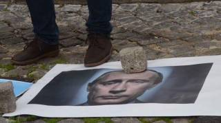 Украинцы в Португалии сорвали доклад российского посла о роли РФ в мире