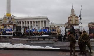 В центре Киева собираются люди. Замечены автобусы