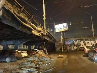 «Укравтодор» намерен в ближайшие полчаса открыть движение на Шулявском мосту. В мэрии предложили альтернативу