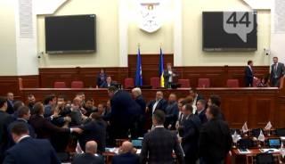 Депутаты Киевсовета устроили драку из-за Кличко