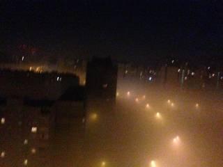 Киев снова накрыл густой смог. Вся надежда на ветер