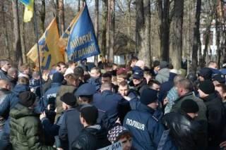 Возложение цветов к могиле Шевченко закончилось массовой дракой