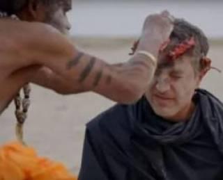 Американский телеведущий на камеру съел кусок мозга умершего человека