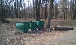 Наводницкий парк превратили в парковку – уже рубят деревья