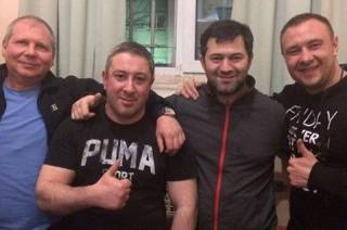 СМИ разузнали, кто запечатлен на фотографии Насирова из СИЗО: очень авторитетные люди