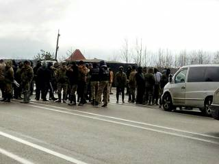 Копатели янтаря перекрыли международную трассу в Полесье. Полиция утверждает, что требуют освободить подельника