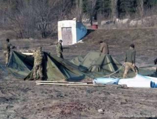 Активисты утверждают, что решение СНБО по блокаде не выполняется, и грозятся установить очередной редут на Харьковщине