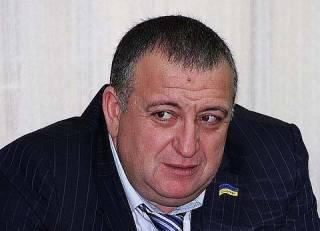 Обладающий Porsche Cayenne и Bentley Continental депутат получил 26136 грн компенсации за проезд по Украине