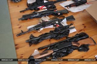 В Белоруссии задержали 26 активистов с оружием и атрибутикой «Азова». Говорят, должны были прибыть «боевики из Украины»