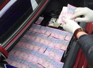 Главного государственного ревизора-инспектора ГФС Киева задержали при получении взятки