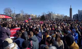 По всей России прокатилась волна митингов против коррупции. Полиция массово задерживает людей