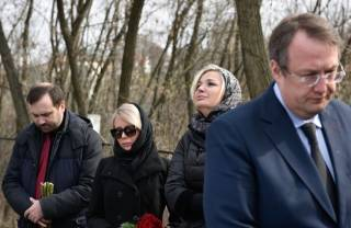 Геращенко утверждает, что Вороненкова специально выманили на встречу, чтобы убить. А Паршова он назвал пророссийским скинхедом