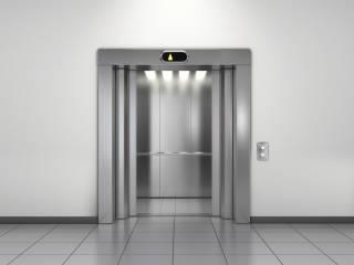 Латвийский депутат отказался пользоваться лифтом – из-за России