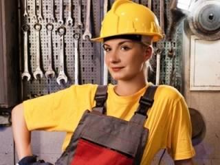 Женщинам в Украине официально запрещены 450 профессий. И этот список планируют еще расширить